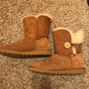 Uggs Classic Bailey Button Chestnut Fur Ugg Boots